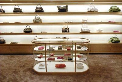 A direção do shopping divulgou que as lojas devem ser inauguradas até o  final do ano. E, a julgar pelo interesse de François-Henri Pinault, ... ac716a215a